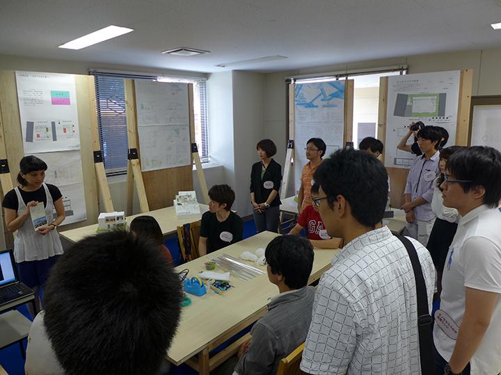 「桜島の住宅/2つの世帯が共に暮らす家」
